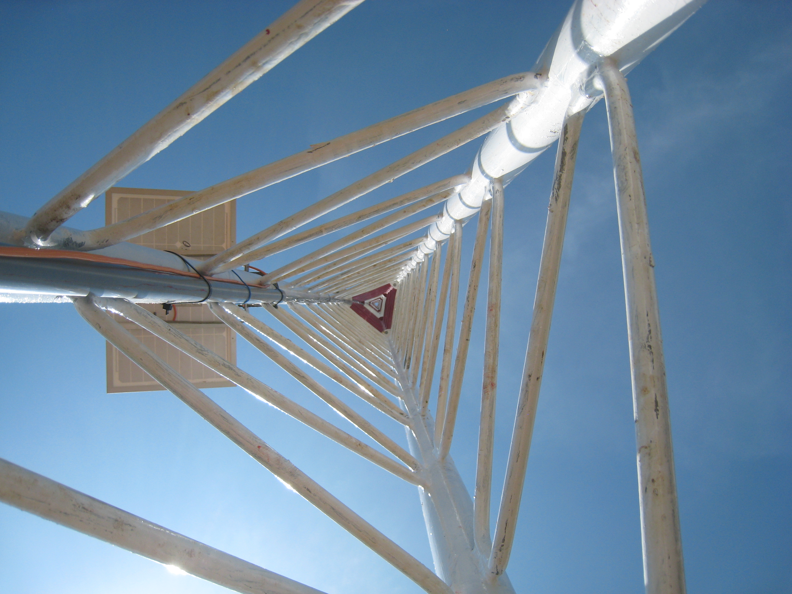 Lattice wind met tower triangular